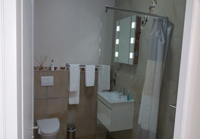 Giraffe bath room
