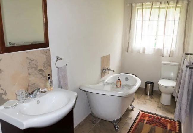 Toera bathroom 1