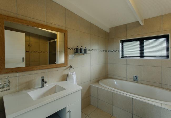 Acacia Bathroom