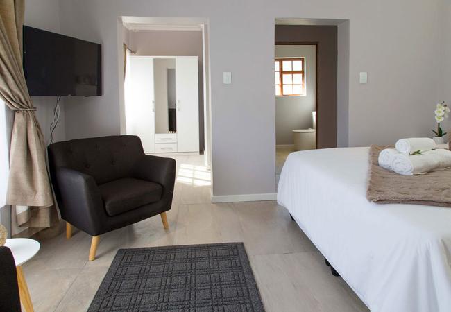 Strelitzia Studio Room
