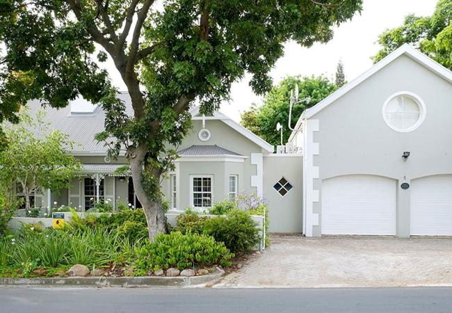 Laurel Cottage Suites