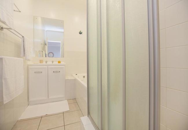 Bath & seperate shower