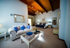 2. Garden Manor House Suite