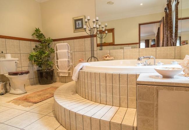 6. Honeymoon Spa Bath Luxury Suite