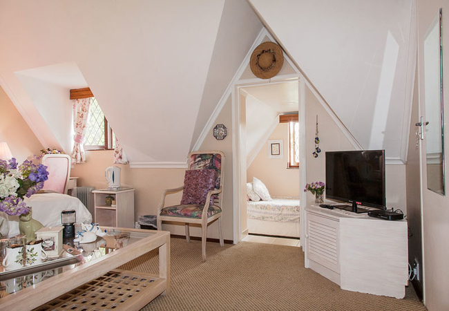 Room 2 bedroom with view of small annexe bedroom