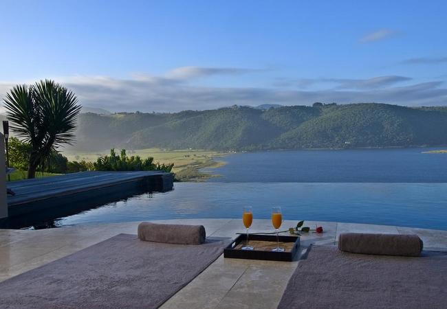 Lodge On The Lake