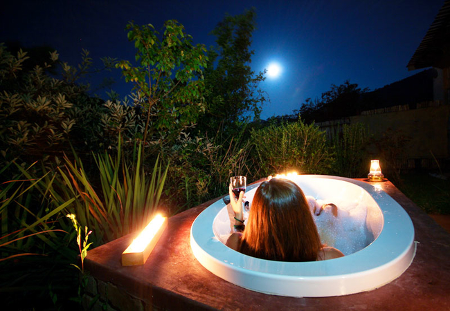 Full moon in the bath