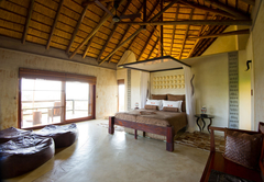 Bushmen\'s Villa Main Bedroom
