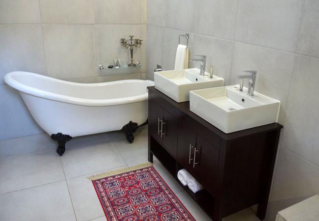 Romantic Slipper Bath