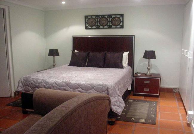 Room 8: Queen Bed Room