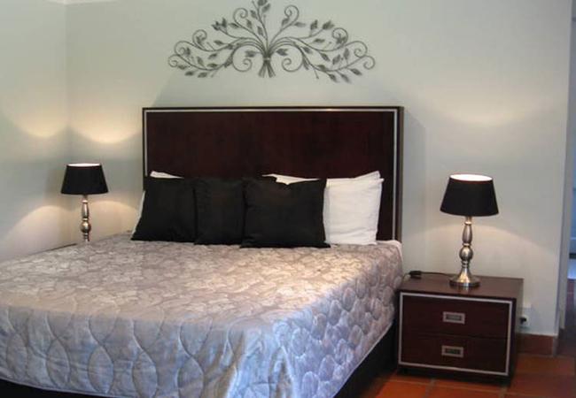 Room 7: Queen Bed Room