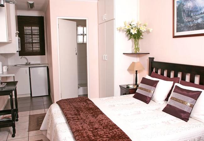 Room 4: Queen Room