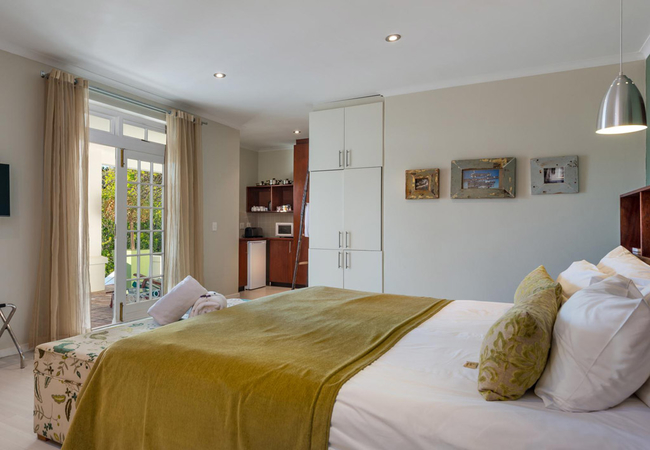 Luxury Rooms with Garden View