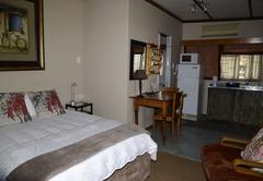 Kamer 2 / Room 2 (Olienhout)