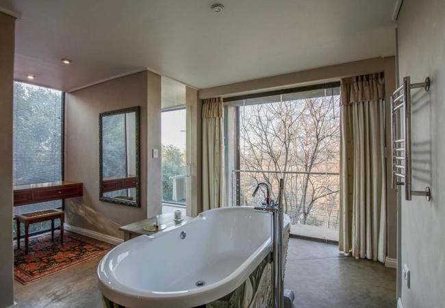 Rose Honeymoon Suite