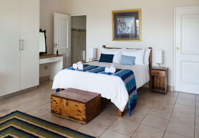 (Magnolia) Queen Room