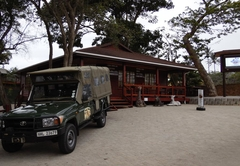 Monzi Safaris Backpackers