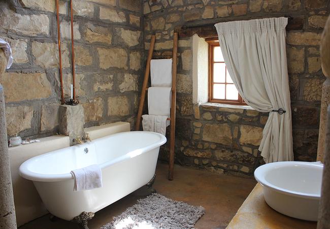 Bathroom Room13