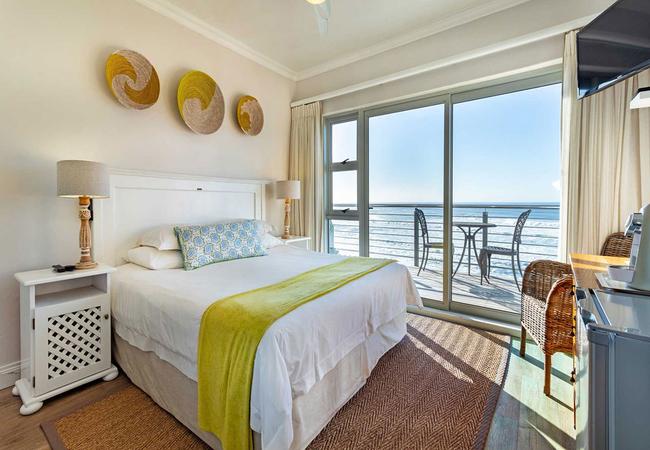 Deluxe Corner Suite with Sea View