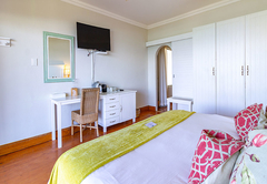 Deluxe Corner Suite with Sea View