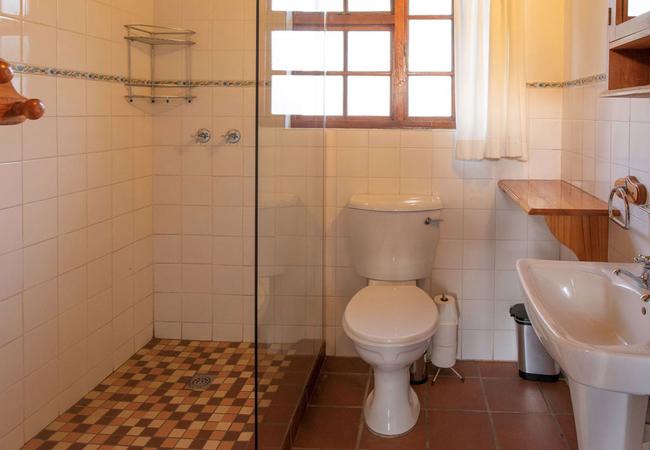 Peperboom, Kamferboom and Olienhout Bathroom