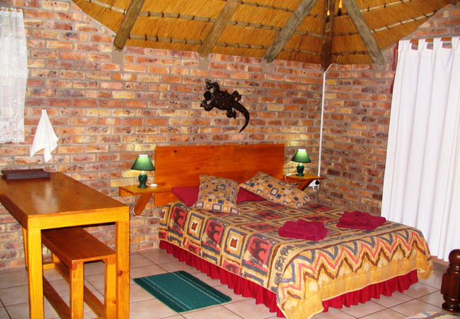 Queen size bed Chalet Two