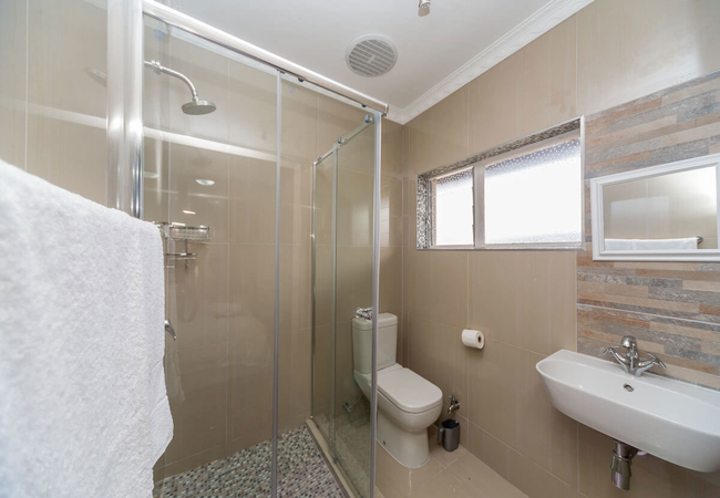 Queen Room (shared bathroom)