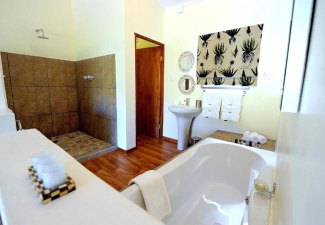 Luxury Suite King with Full Bathroom