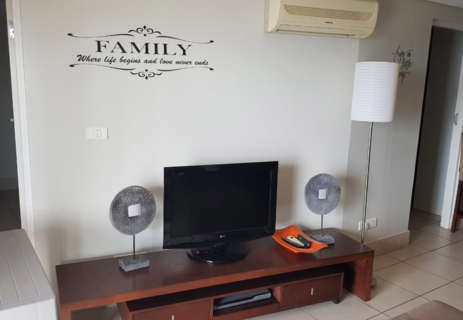 TV with DSTV Channels
