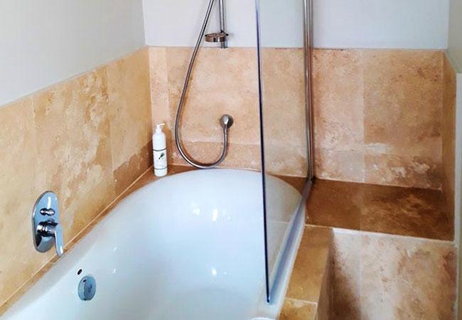 Queen\'s Room Bath/Shower