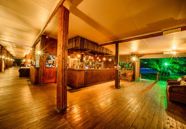 Restaurant / Deck Area