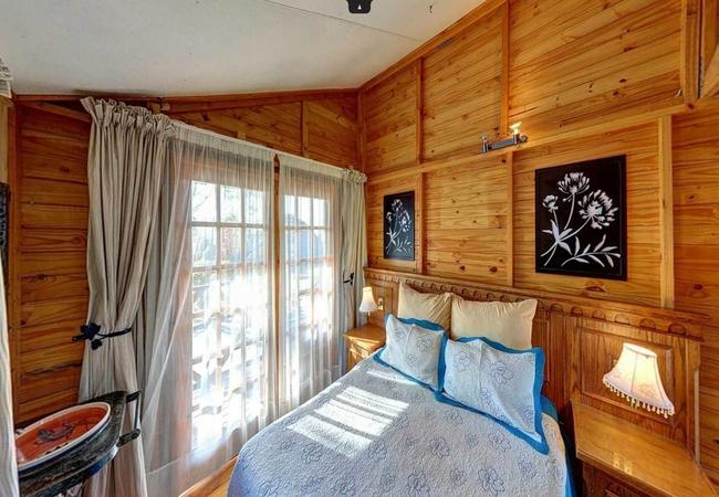 5. Lizzy Lodge