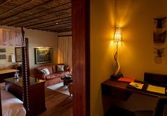 Lodge Suite - Desk
