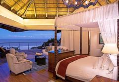 Ocean Suite - Bed