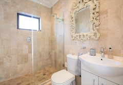 Bathroom Deluxe Studio