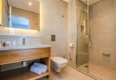 Suite 6 en-suite bathroom