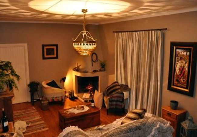 Honeybee Lounge
