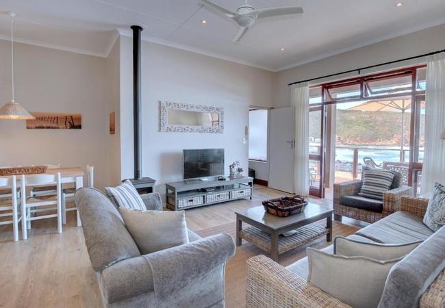 HELSHOOGTE Three-Bedroom Apartment - Second Level
