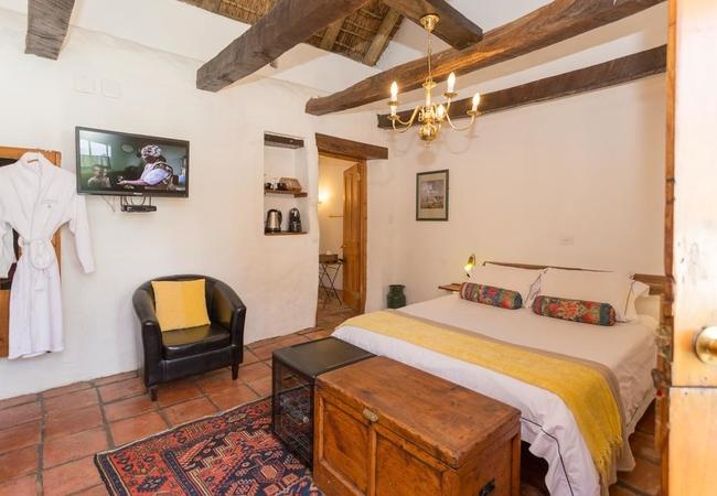 Queen Bed Room 6