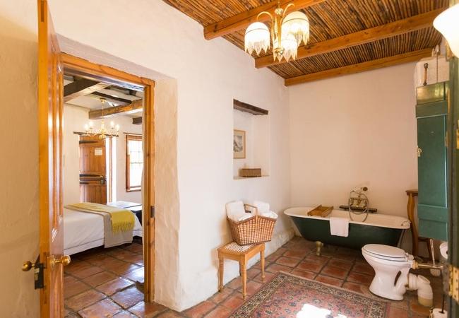 Queen Bed Room 6 Bath
