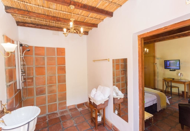 Queen Bed Room 2 Bath