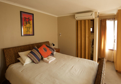 Standard upstairs en-suite hotel room - air-conditioned