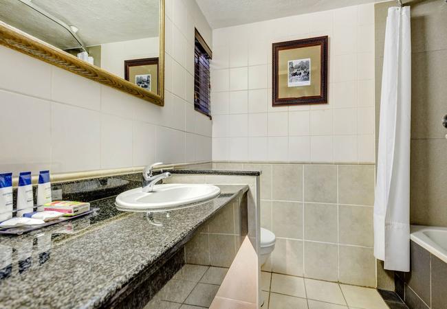 Guest room King Bathroom