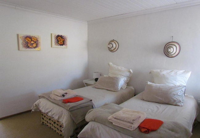 2 Sleeper apartment with two single beds