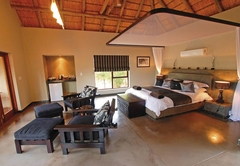Raptor Retreat Game Lodge