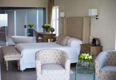 Deluxe Queen Suite with Sea View