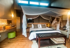 Rhino Ridge Safari Lodge