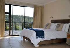 The Fish Eagle Main Bed