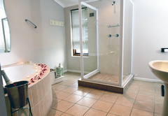 Bathroom honeymoon suite