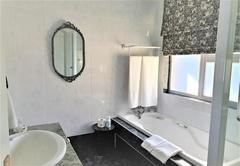 Upper Terrace Bathroom